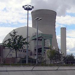 """Atomkraftwerk Würgassen in Nordrhein-Westfalen. Bild: """"Puschel62"""", 2002, Wikipedia, GNU Lizenz 1.2"""