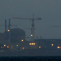 Atomkraftwerk Flamanville bei Nacht, Foto: Morpheus2309 [CC BY-SA 2.0 (https://creativecommons.org/licenses/by-sa/2.0)]