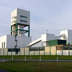 """""""Erkundungsbergwerk"""" am Salzstock Gorleben. Foto: User:Fice [Public domain]."""