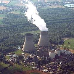 Atomkraftwerk Gundremmingen, Foto: By Myratz (Own work) [CC BY 3.0 de (http://creativecommons.org/licenses/by/3.0/de/deed.en)], via Wikimedia Commons