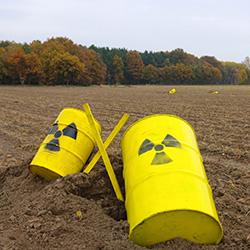 Foto: Protest der Bevölkerung im Wendland gegen ein Endlager für hochradioaktiven Atommüll in Gorleben, Christian Fischer, Gemeinfrei, https://commons.wikimedia.org/w/index.php?curid=11936602