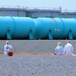 TEPCO-Arbeiter in Fukushima Dai-ichi arbeiten an unterirdischen Wassertanks (April 2013). Foto: Greg Webb / IAEA