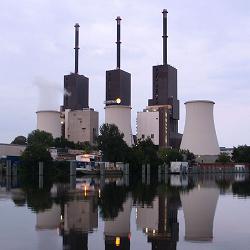 Heizkraftwerk Lichterfelde, Berlin, am Standort ist ein Gas- und Dampfturbinen-Heizkraftwerk zur Strom- und Fernwärmeproduktion in Bau, Foto: Claas Augner [CC BY-SA 3.0 (https://creativecommons.org/licenses/by-sa/3.0)]